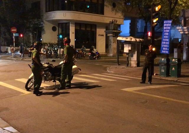 Công an phong toả đoạn đường Thái Văn Lung để kiểm tra