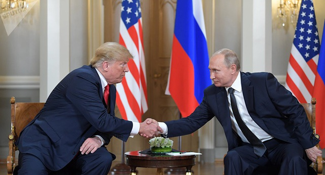 Tổng thống Mỹ Donald Trump và người đồng cấp Nga Vladimir Putin (Ảnh: Sputnik)