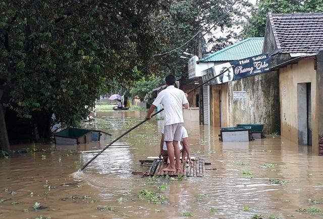 Nhiều tuyến đường của của các xã ngoài đê của thành phố Thanh Hóa biến thành sông
