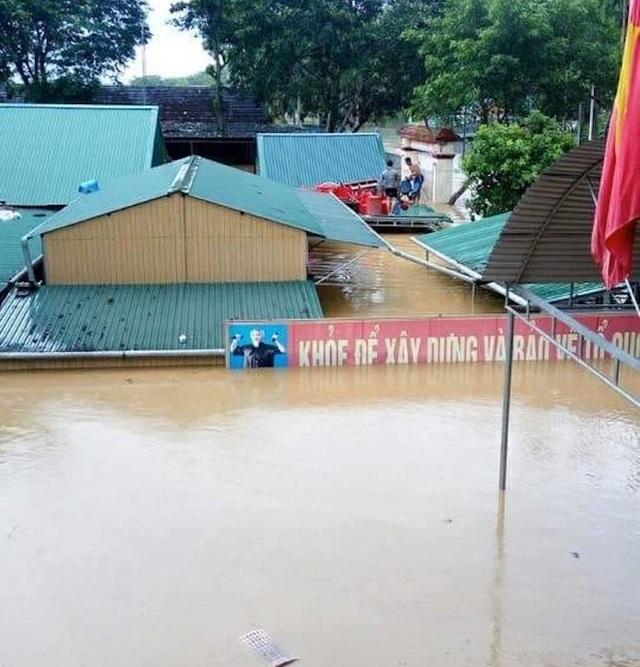 Nhiều trường học tại huyện Con Cuông ngập từ 2-3m trong đợt lũ vừa qua.