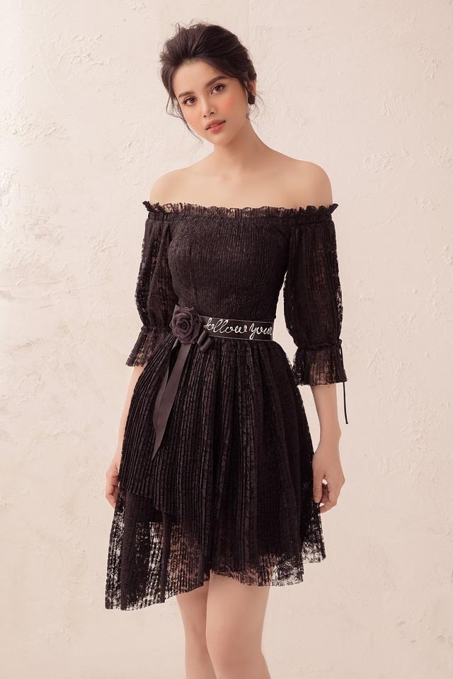 Diệu Thuỳ tự tin diện những thiết kế mang màu sắc chủ đạo là đen, trắng… Với hình thể chuẩn, cô khéo léo lựa chọn những trang phục mang kiểu dáng bó sát để tôn lên đường cong quyến rũ.