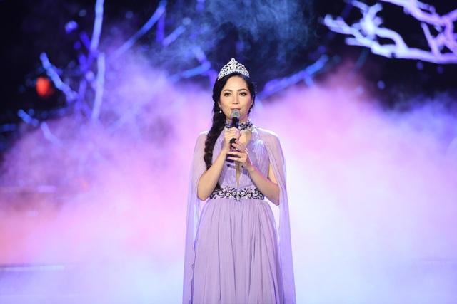 Hoa hậu Thiên Nga phảng phất nét u buồn khi thể hiện một ca khúc nhạc Trịnh.