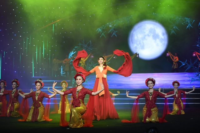 Nguyễn Thị Huyền gây kinh ngạc khi hát tiếng Anh như ca sĩ chuyên nghiệp - 5