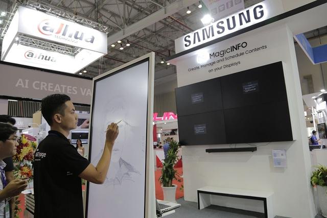 Samsung trình diễn giải pháp màn hình chiếu và kiểm soát an ninh tại Việt Nam - 1