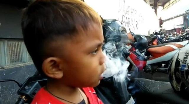 Nhả khói hết sức tự nhiên
