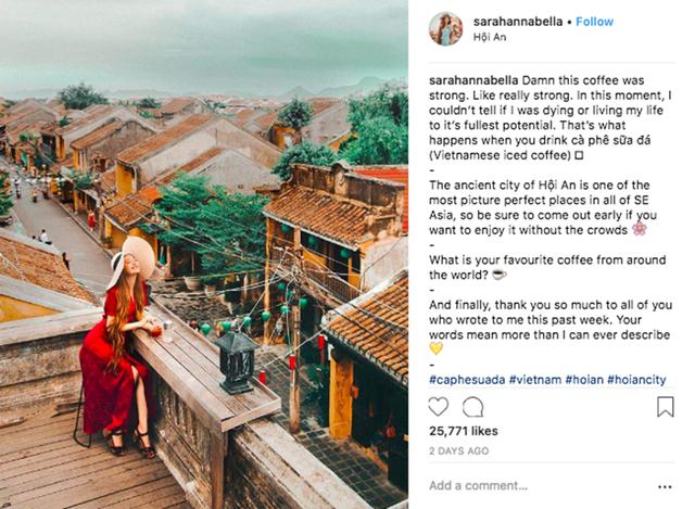 """Hình ảnh Sarah thưởng thức cà phê, thư giãn ở Hội An được đăng tải thu hút hàng chục ngàn lượt yêu thích của những người hâm mộ """"công chúa tóc mây"""""""