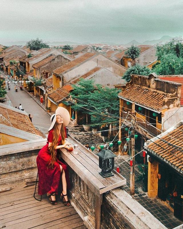 Sarah Trần tỏ ra đầy phấn khích trong lần trở lại Việt Nam