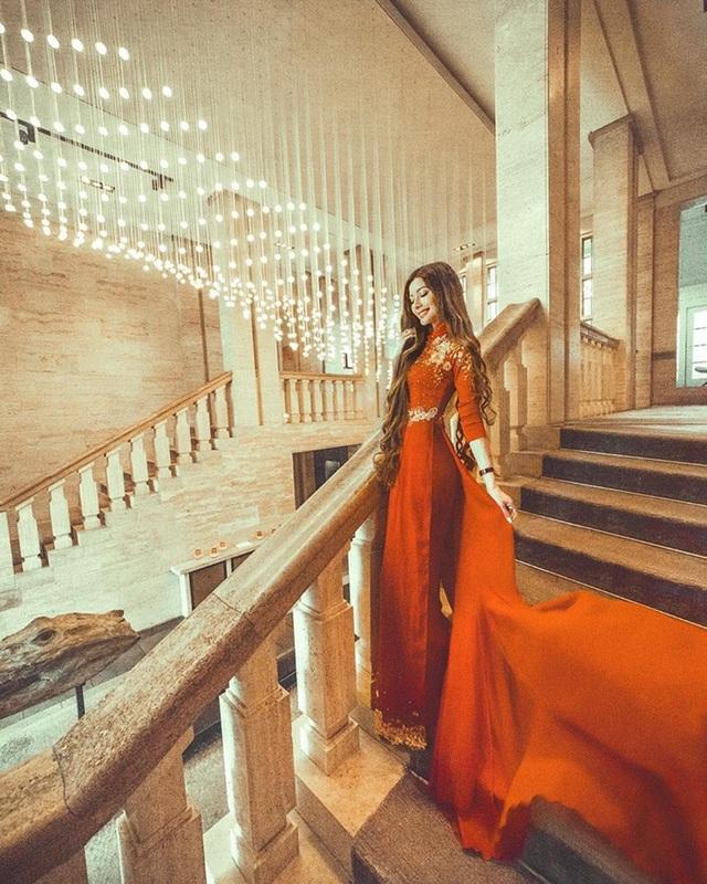 Nữ blogger gốc Việt rất tự hào về quê hương của mình, và thường xuyên chia sẻ những hình ảnh mặc áo dài truyền thống, viết post trên mạng xã hội bằng tiếng Việt.