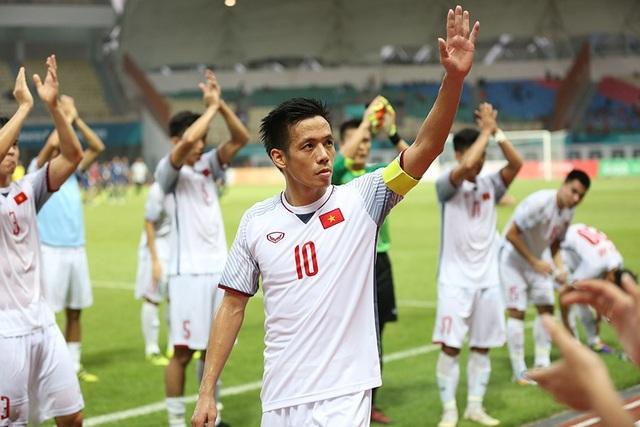 Văn Quyết tự hào sau khi Olympic Việt Nam đánh bại Nhật Bản