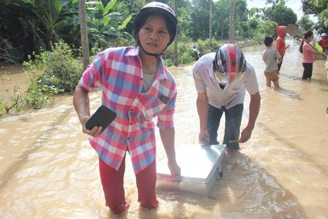 Nghệ An: Nhói lòng nhìn nước lũ dâng nhấn chìm ngôi trường đầu năm học mới - 6