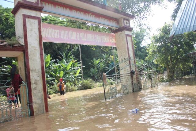 Đây là ngôi trường nội trú của các em học sinh đồng bào dân tộc thiểu số ở các bản làng vùng sâu vùng xa của huyện Con Cuông.