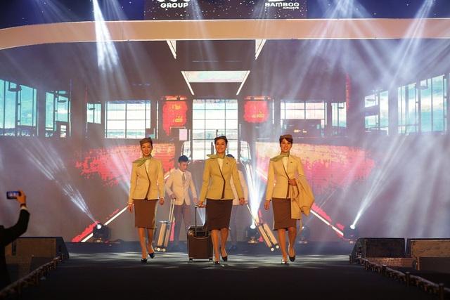 Đồng phục tiếp viên Bamboo Airways được thiết kế bởi NTK tài ba Công Trí