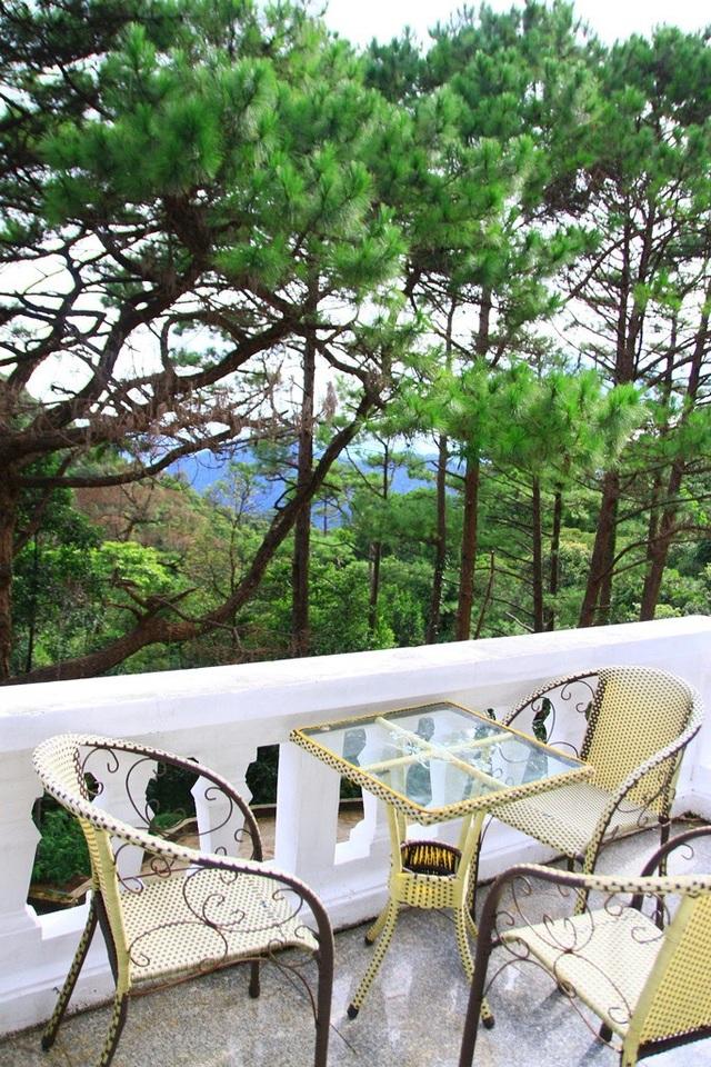Bàn ghế từ sân thượng để ngồi nghỉ mát, thư giãn