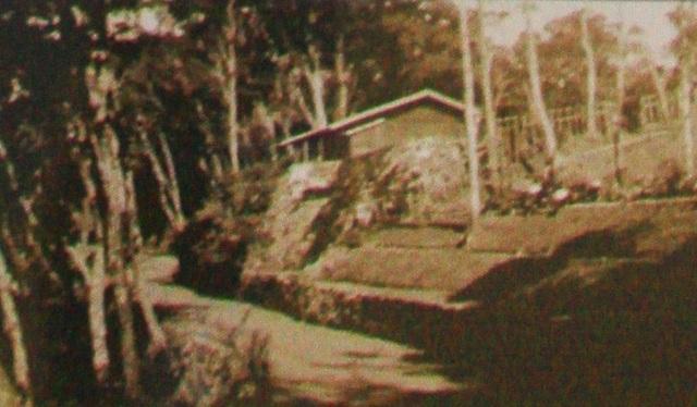Ngôi nhà bằng gỗ và mảnh vườn được quy hoạch của gia đình ông Richard năm 1939 (nguồn Tân Hội Đô Thành Hiếu Cổ)