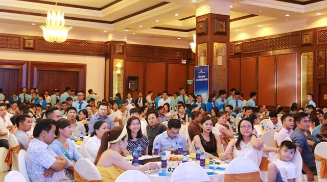 Hội trường khách hàng đến tham dự sự kiện mở bán dự án Eco Lake