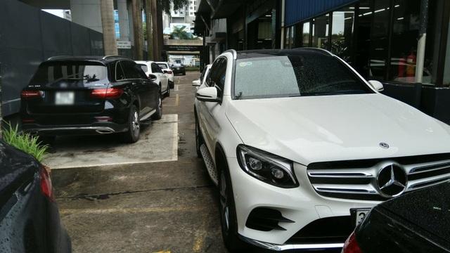 Khách hàng ồ ạt mang Mercedes-Benz GLC đi kiểm tra và thay dầu cầu.