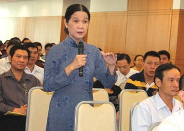 LS Trương Thị Hòa trong một lần đăng đàn tư vấn pháp luật. Ảnh NVCC