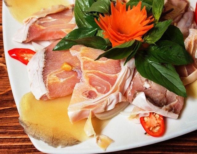 Thịt cá hô có nhiều lớp sụn mỏng, vừa ngon vừa dai, không bở như các loài cá khác.