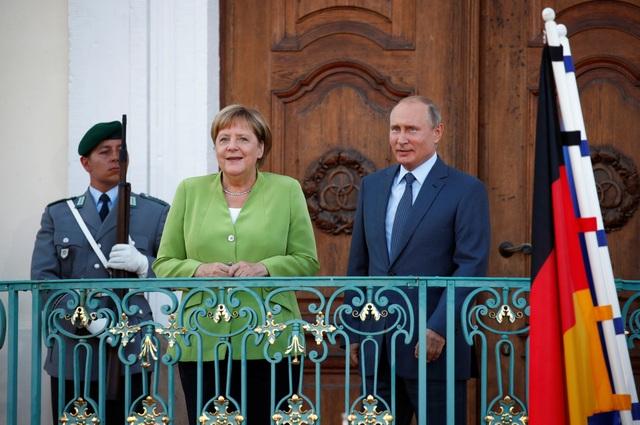 Hai nhà lãnh đạo cũng thảo luận về dự án đường ống dẫn khí Nord Stream 2 dẫn khí từ Nga tới Đức qua biển Baltic, vốn đang bị Mỹ phản đối vì không muốn châu Âu phụ thuộc vào năng lượng của Nga. Ông Putin và bà Merkel nhất trí rằng đây là dự án mang lại lợi nhuận và có tính cạnh tranh, do vậy cần hoàn thiện trong thời gian tới.
