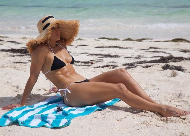 Ngôi sao đa tài quay lại với công việc sau kỳ nghỉ dài ngày tại Bahamas cùng gia đình