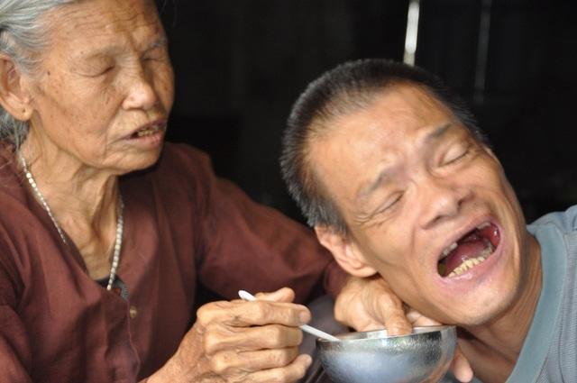 Cuộc sống của hai mẹ con với bữa đói, bữa no.