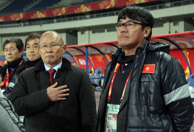 Trưởng đoàn Dương Vũ Lâm (phải) đánh giá cao tài cầm quân của HLV Park Hang Seo (ảnh: Vũ Dương)