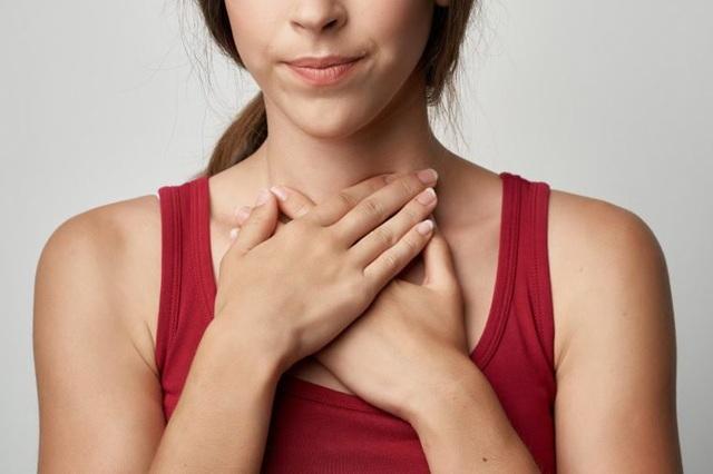 6 triệu chứng sớm của ung thư họng dễ bị bỏ qua - 2