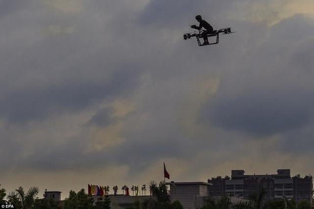 Scooter bay của nhà phát minh Trung Quốc giá chưa đến 170 triệu đồng - 2