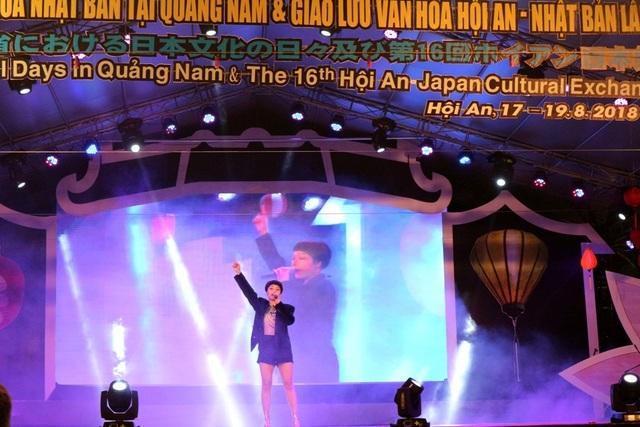 """Ca sĩ Miu Lê khuấy động sân khấu bằng hai tiết mục """"Còn tuổi nào cho em"""" và """"Mình yêu từ bao giờ"""""""