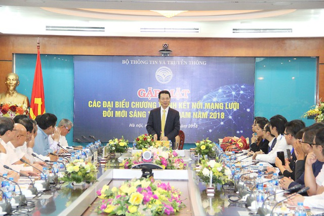 Quyền Bộ trưởng Nguyễn Mạnh Hùng phát biểu tại buổi gặp mặt. Ảnh: Bộ TT&TT