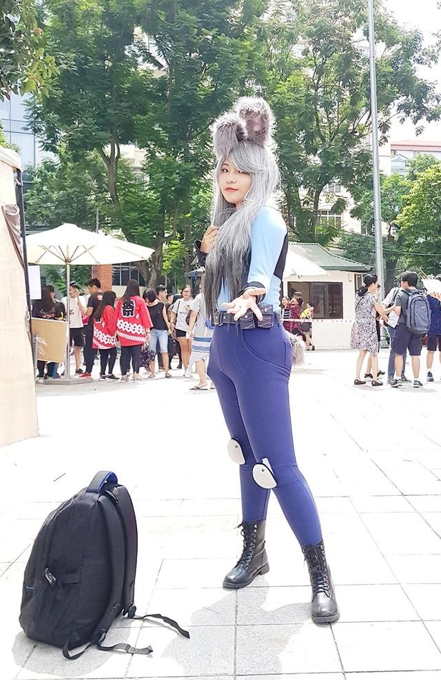 Nữ sinh mang tên Vũ Hàn đang là học sinh lớp 10 trường THPT Đông Mỹ xuất hiện xinh đẹp với trang phục chú thỏ cảnh sát trong phim hoạt hình Zootopia