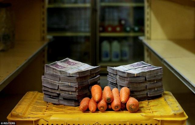 Để mua 1 kg cà rốt như trong ảnh, người dân Venezuela phải bỏ ra 3 triệu bolivar (0,46 USD).