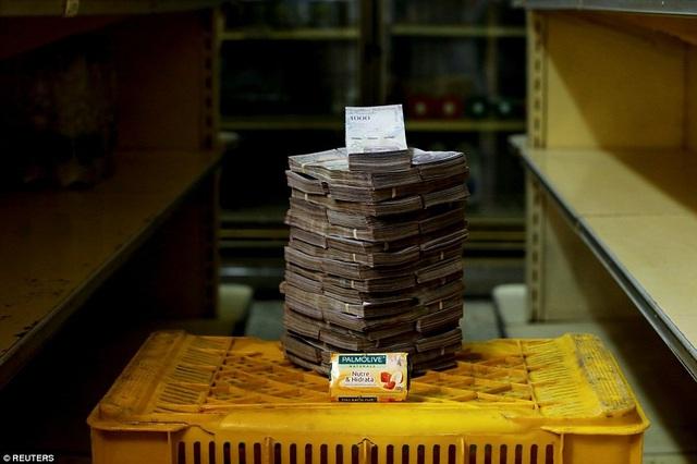 Bánh xà phòng này trở thành một vật phẩm đắt đỏ tại quốc gia từng giàu nhất nhì khu vực Mỹ Latin với giá 3,5 triệu bolivar.