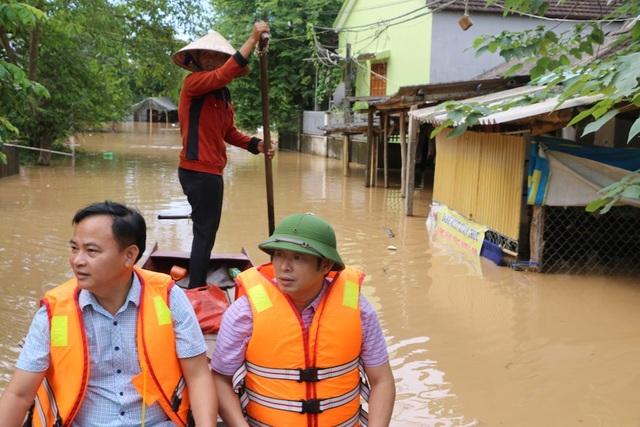 Nước đổ về quá nhanh, hơn 100 nhà dân ngập sâu hơn 1m - 9
