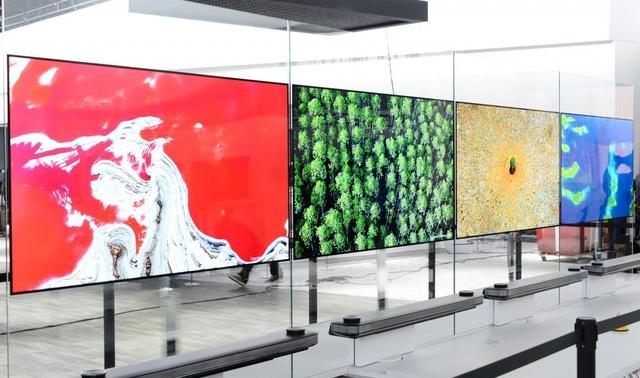 Dòng TV dán tường của LG – LG OLED Signature W gây ấn tượng mạnh bởi độ siêu mỏng chỉ 2,57mm ra mắt thị trường 2017