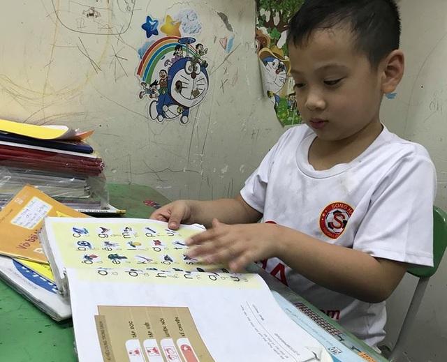 Một số học sinh vẫn sử dụng lại SGK cũ ở một số đầu sách (ảnh minh họa)