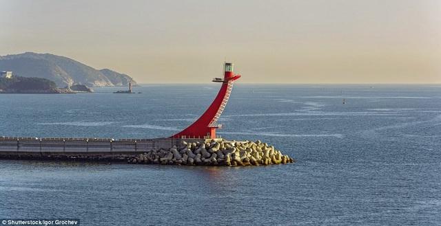 Những ngọn hải đăng độc lạ và ấn tượng nhất thế giới - 1