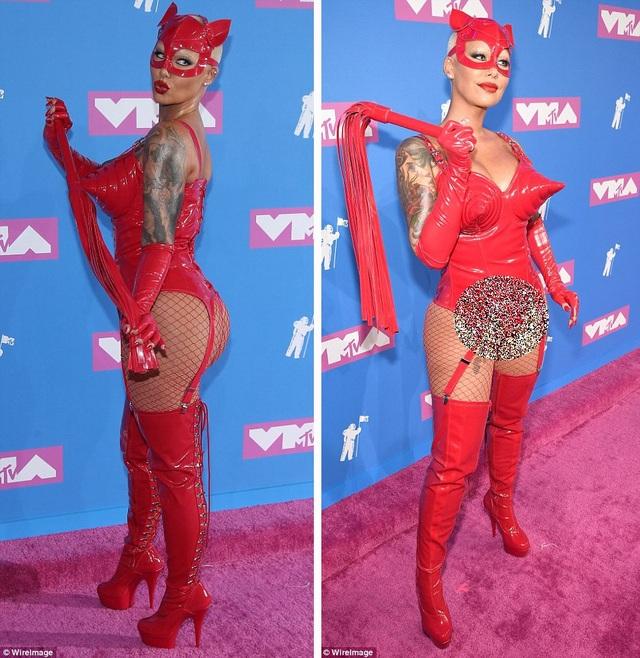 Người mẫu - diễn viên Amber Rose và bộ đồ đỏ chóe.