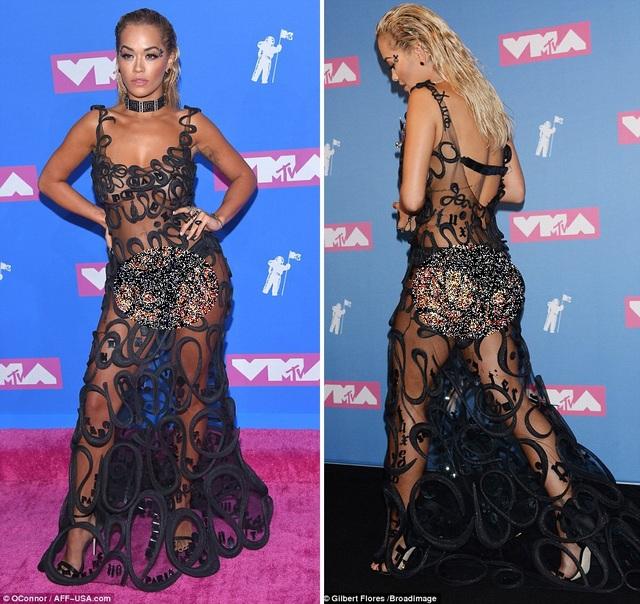 Nữ ca sĩ Rita Ora trước nay vốn đã luôn nằm trong nhóm những nữ nghệ sĩ không ngại ngần trước thời trang sexy táo bạo.