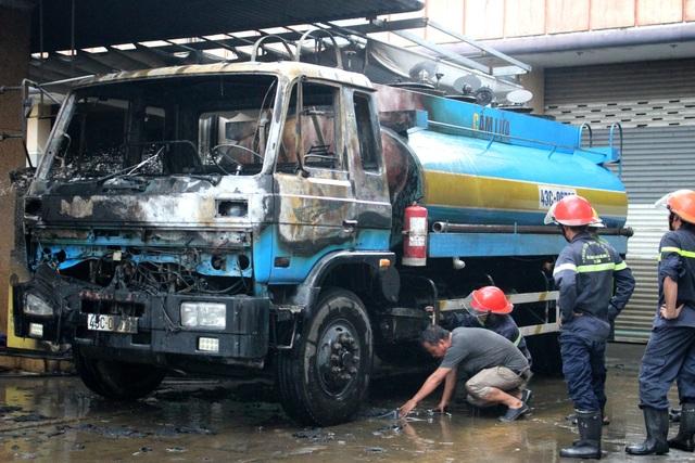 Xe bồn mang BKS 43C-067.97 bị cháy ở đầu cabin xe