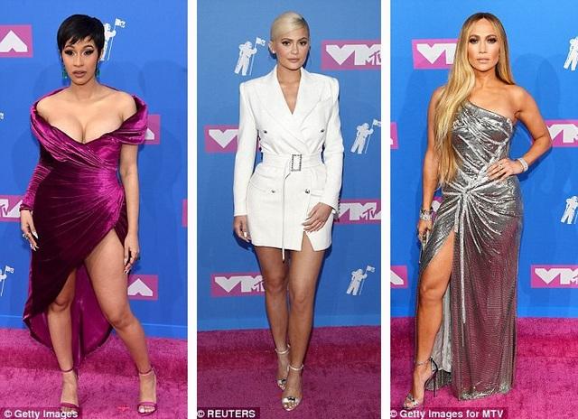 Nằm trong số những người đẹp gợi cảm ấn tượng nhất trên thảm đỏ không thể thiếu Cardi B, Kylie Jenner, Jennifer Lopez.