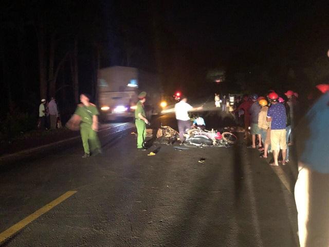 Hiện trường vụ tai nạn khiến 2 thanh niên tử vong tại chỗ (ảnh L.N)