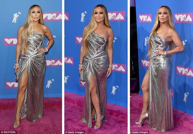 Nữ ca sĩ Jenner Lopez (49 tuổi) chưa bao giờ làm fan thất vọng với phong cách luôn thống trị thảm đỏ.