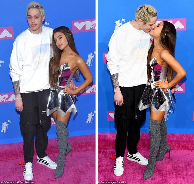 Nữ ca sĩ Ariana Grande (25 tuổi) cùng hôn phu Pete Davidson (24 tuổi) hạnh phúc xuất hiện trước ống kính.