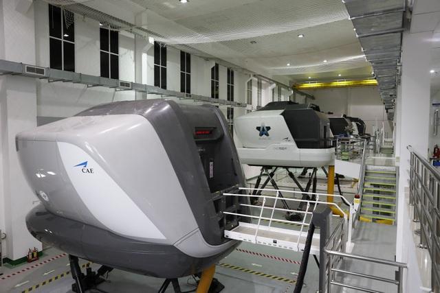 Khai trương Tổ hợp buồng lái mô phỏng máy bay đầu tiên tại Việt Nam - 2