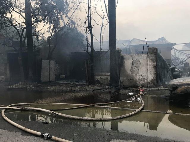 Hiện chưa ghi nhận thiệt hại về người từ vụ cháy trên.