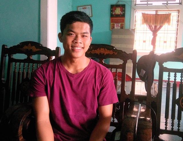 Với tổng điểm 27,2 khối A chưa tính điểm ưu tiên, cậu học trò quê Quảng Bình Nguyễn Ngọc Sơn đã chính thức trở thành tân sinh viên của Trường Sỹ quan Lục quân 1.