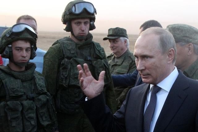 Tổng thống Putin thị sát một cuộc tập trận tại Nga (Ảnh: TASS)