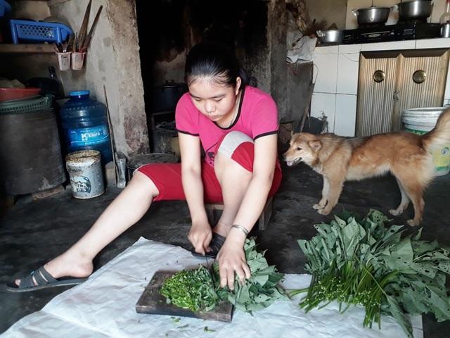 Em Nguyễn Thị Thanh Tú có hoàn cảnh hết sức khó khăn khi không có bố, mẹ lại mắc đa bệnh tật ốm yếu…