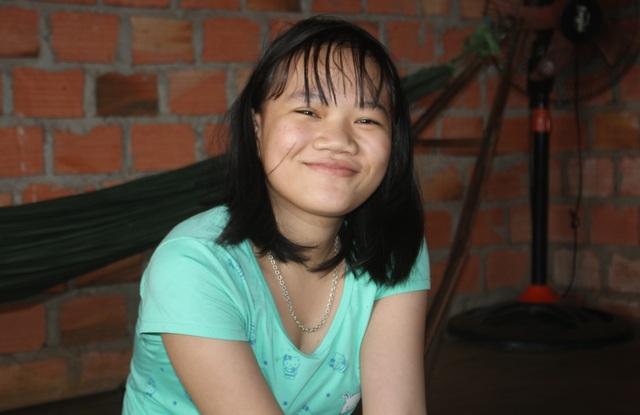 Nụ cười hiếm hoi của cô bé 13 tuổi bị căn bệnh ung thư máu